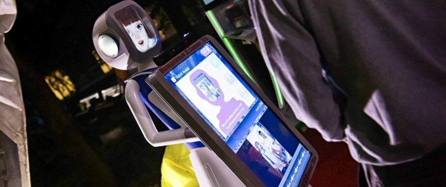 Робот на Молодежном 1С-саммите