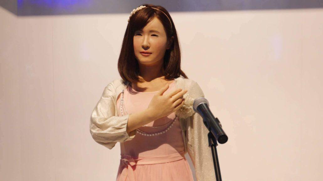 Реалистичный робот от Toshiba